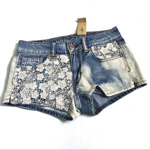 NWT AEO Shortie style Shorts with lace detail 00